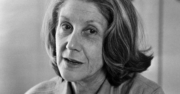 Mort de Nadine Gordimer, prix Nobel de littérature. L'écrivaine sud-africaine Nadine Gordimer, qui s'était opposée au régime d'apartheid et avait obtenu le prix Nobel de littérature en 1991, est morte à l'âge de 90 ans, a annoncé lundi 14 juillet sa famille dans un communiqué. Elle est morte paisiblement durant son sommeil, dans sa maison de Johannesburg en présence de ses enfants, précise le texte.