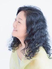 ゲスト◇波多野睦美(Mutsumi Hatano)1990年シェイクスピア時代の英リュートソングでデビュー。オラトリオ、バロックオペラのソリストとして古楽のフィールドで活躍。間宮芳生、権代敦彦、高橋悠治など現代作曲家の作品を数多く演奏。ジャンルにとらわれない歌手として独自の活動を続ける。放送出演およびCD録音多数。高橋悠治との共演では「ゆめのよる」2009、「猫の歌」2011、「風ぐるま」2014、古楽器でのオリジナル演奏による「イタリア歌曲集」2015