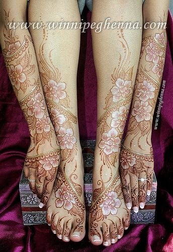 Arabic Henna with white and gold gilding hours after paste removal. Gorgeous!