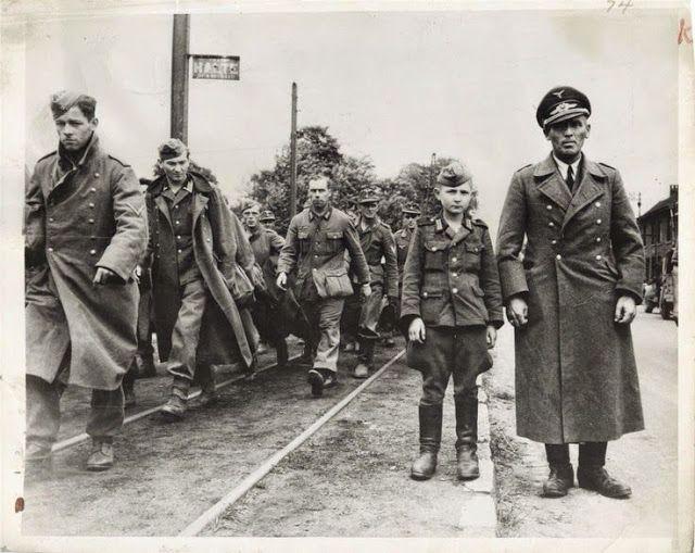 марочные каждый день: 29 Vintage Фотографии детей-солдат во время Второй мировой войны