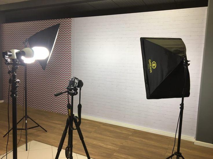 Equipamento de foto e vídeo em posição no cenário novo