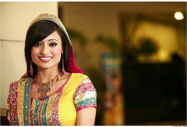 Una muchacha paquistaní en traje tradicional