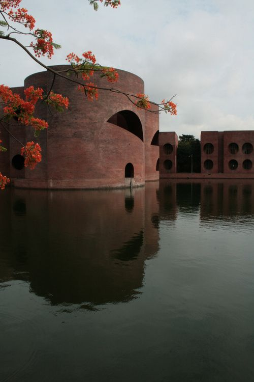 Louis isadore kahn national assembly building of for Louis kahn bangladesh