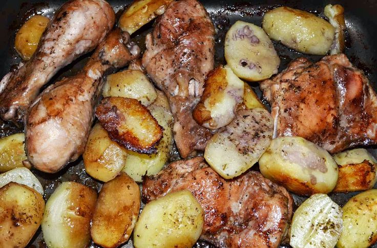 Pulpe de pui cu cartofi noi la cuptor