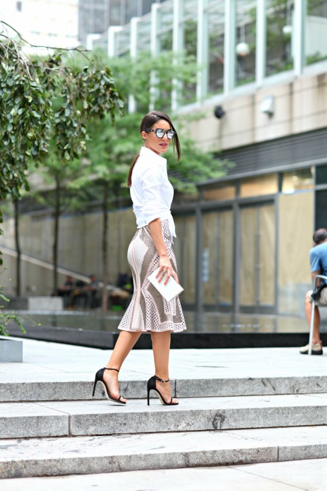 Career outfit, love the skirt. Office attire. Chic