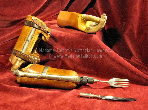 Victorian-era eating utensil arm | 21 Antique Limbs For The Early Amputee