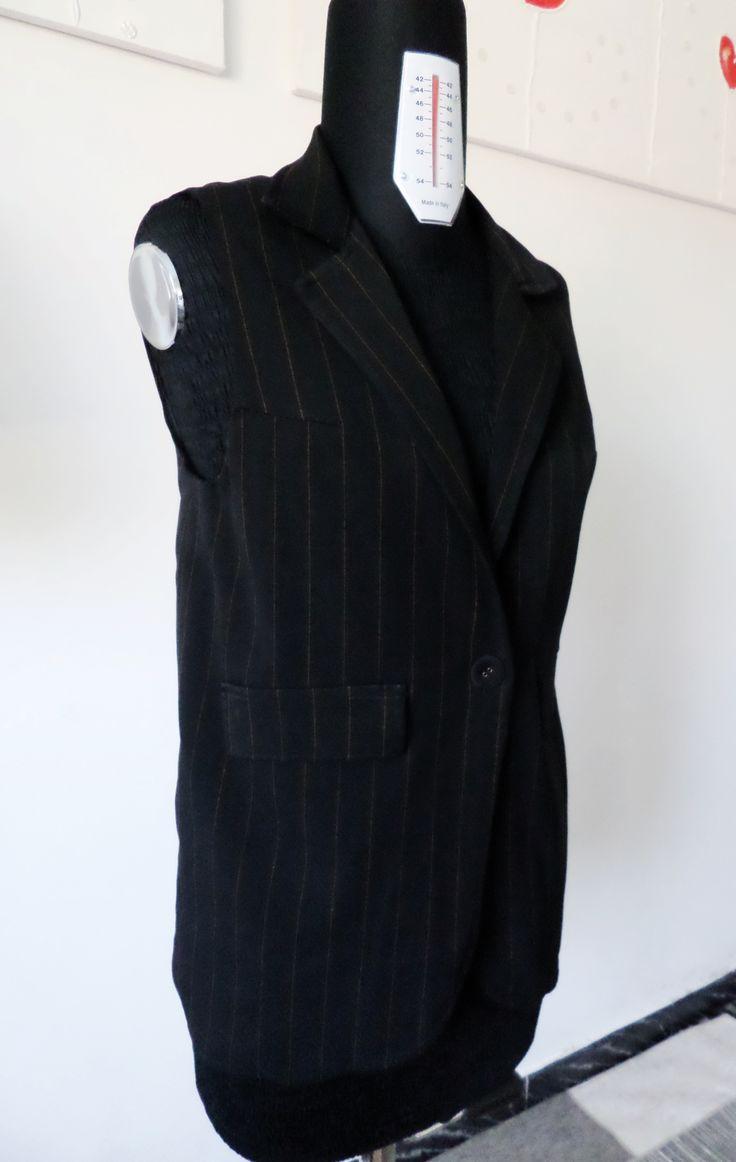 Gilet ottenuto da pantaloni vecchi con tessuto gessato  Gilet made from old trousers with pinstripes fabric