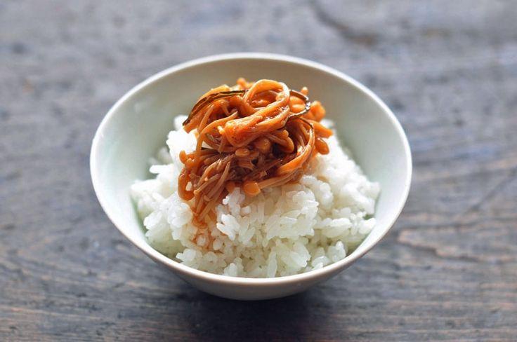 いちばん丁寧な和食レシピサイト、白ごはん.comの一番人気レシピ!『自家製なめたけの作り方』を紹介するレシピページです。えのき茸をシンプルにだし、しょうゆ、みりんで味付けすれば手軽に自家製のなめたけが出来上がります。写真付きで『自家製なめたけ』の作り方を詳しく紹介していますのでぜひお試しください。