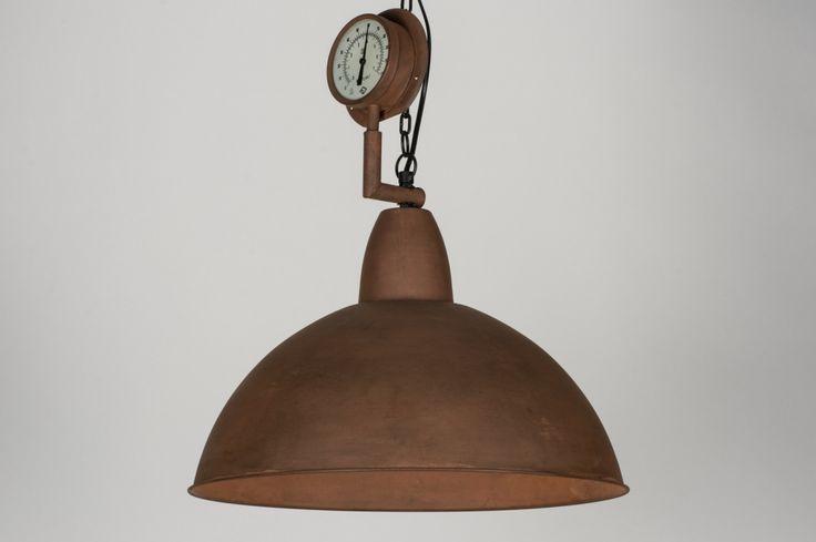 Artikel 72186 Roest is hip!   Deze grote hanglamp is industrieel van vormgeving en heeft een stoer en tijdloos karakter.  De kap is in zijn totaliteit volledig verweerd, geoxideerd en verroest. Hierdoor krijgt de lamp een authentiek karakter en past deze bijzonder goed in de trendy, vintage stijl. http://www.rietveldlicht.nl/artikel/hanglamp-72186-retro-industrie-look-metaal-roest-bruin-brons-rond