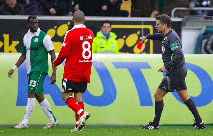 """2 rote und 2 gelb-rote Karten beim 1:1 zwischen dem VfL Wolfsburg und dem Hamburger SV. """"die Partie lebte von hitzigen Zweikämpfen und der Spannung"""" schrieb der Kicker (http://www.kicker.de/news/fussball/bundesliga/spieltag/1-bundesliga/2007-08/25/807780/spielanalyse_vfl-wolfsburg-24_hamburger-sv-12.html)  (22.03.2008)"""