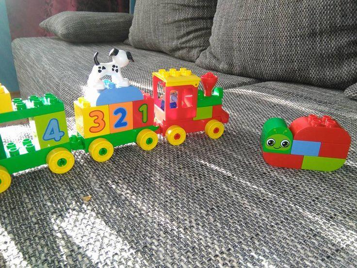 Zabawa trwa :-) #LEGODUPLO #BawiIUczy #SwiatLEGODUPLO #KreatywnoscMaluszka https://www.facebook.com/photo.php?fbid=1300202353404918&set=o.145945315936&type=3&theater