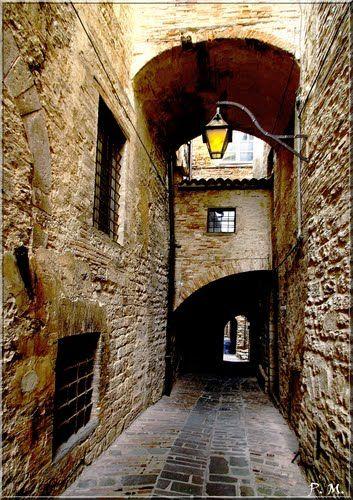 Gubbio, great pottery! Www.AgriturismoAurora.it Tel 0759241085 email info@agriturismoaurora.it