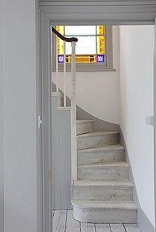 white walls, gray trim, limed floors...yum! Location image