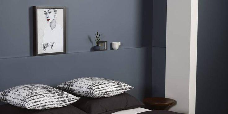 MØRKT OG MYSTISK: Sesongens trend på soverommet er mørke og mystiske farger, gjerne blått og grått.