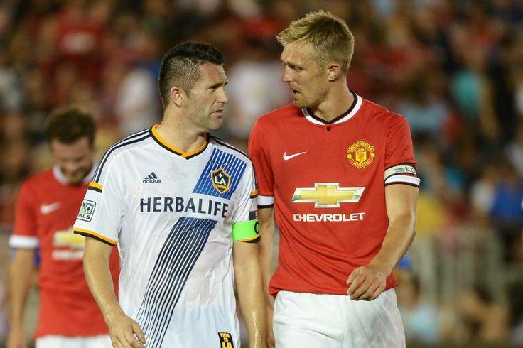 Robbie Keane of LA Galaxy & Darren Fletcher of Manchester United.