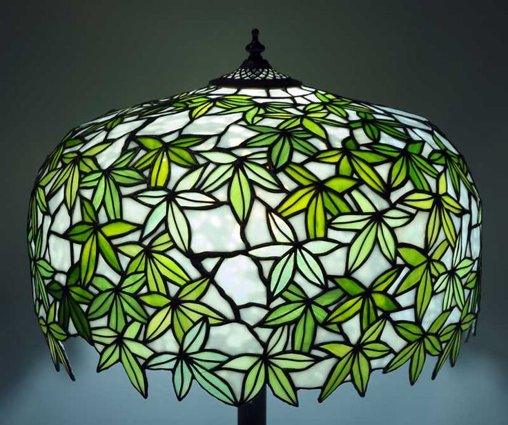 Tashiro Glass ~ Ichiro Tashiro makes glass pieces in Japan at the Tashiro Stained & Leaded Glass Studio.