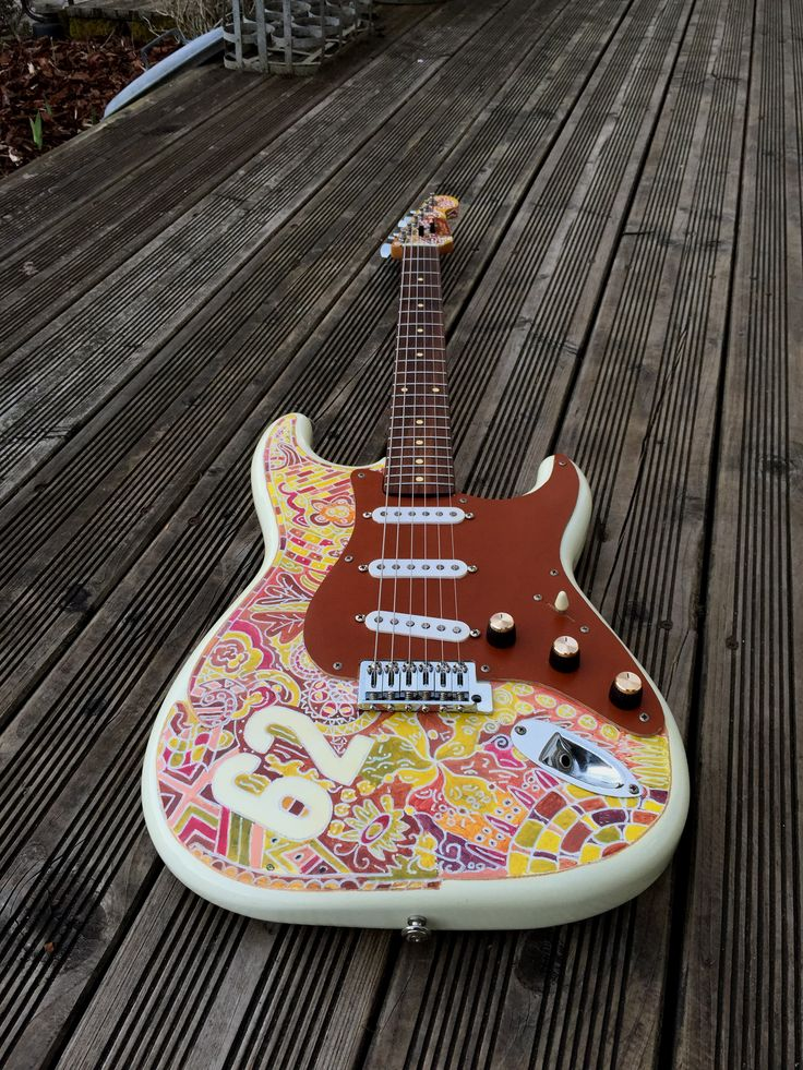 vintage stratocaster guitar - painted , engraved,tatoo , leather pickguard - fender pickups - http://legoudac.free.fr guitare peinte et gravée - pickguard en cuir