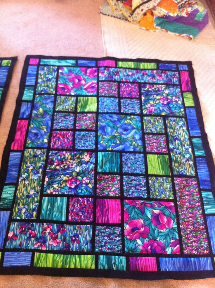 Stained glass window quilt -- I love this, link is just to a picture of this quilt, no actual pattern anywhere