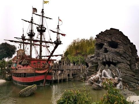 Pirates of the Caribbean at Disneyland Paris. @YoungDumbAndFun
