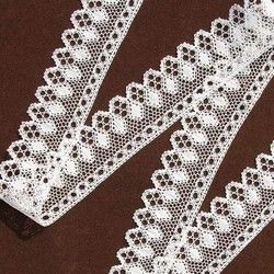 Pro zákaznici z České republiky - jednalo se o tři různé vláčkové krajky na límec a rukávy krojové blůzky. Kreslila a paličkovala Dana Mihulková.