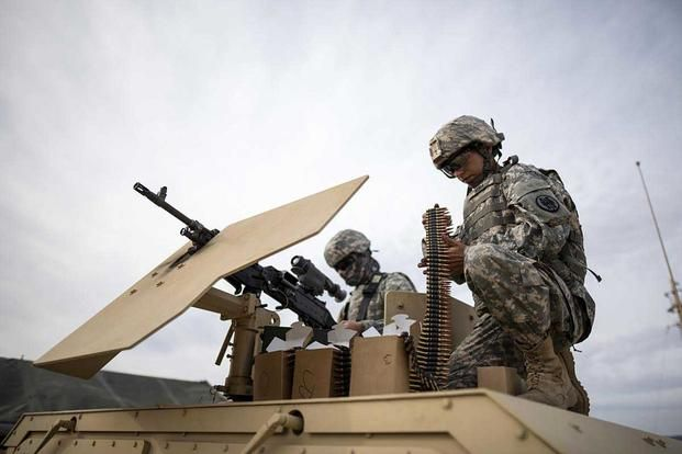 U S Army Reserve Military Police Soldiers From The 341st Mp Company Of Mountain View California Prepare An M240b Machine Military Police Army Reserve Army