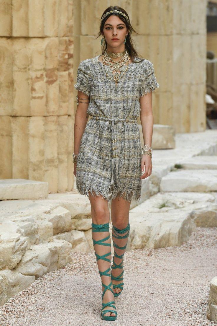 Chanel коллекция | Коллекции весна-лето 2018 | Париж | VOGUE