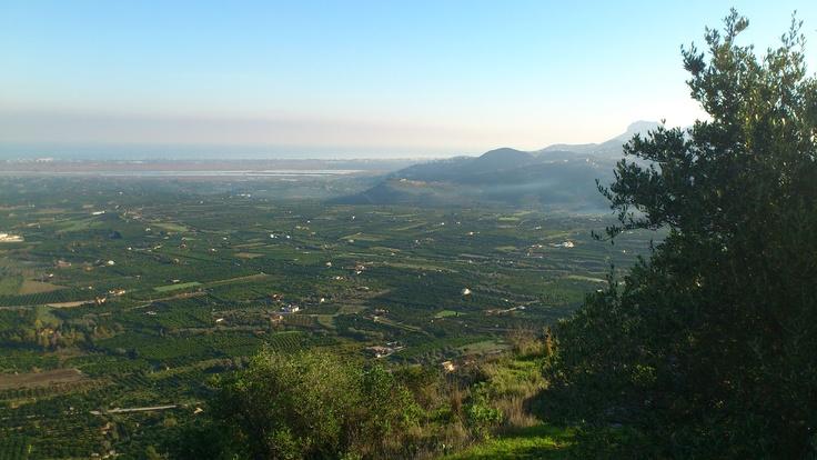 Panorámica de Pego desde el castillo de Ambra. Vistas del marjal, el mar y campos de naranjos.