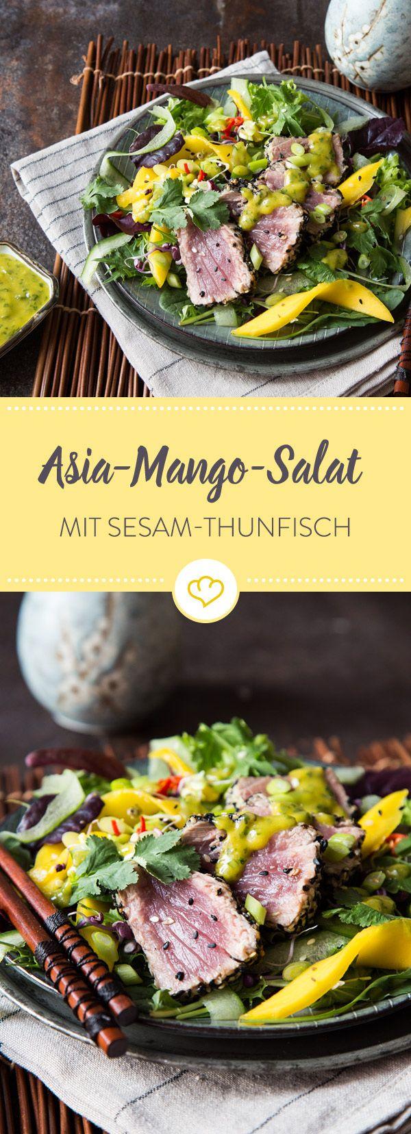 Echten Asia-Salat gibt es nur mit frischem Thunfisch. Mit knusprigem Sesam-Mantel hat der neben fruchtiger Mango und knackigem Salat so einiges zu bieten.