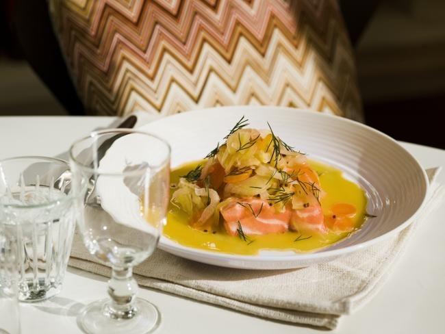 Salmalaks med riesling og appelsinkokt gulrot og fennikel