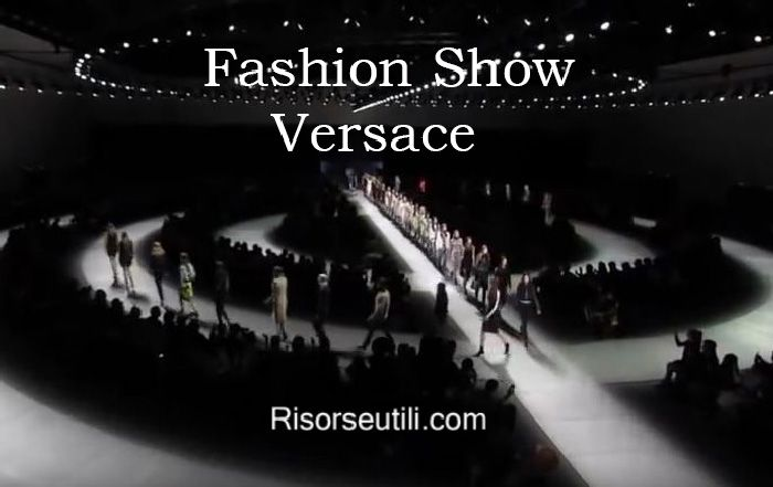 Fashion show Versace fall winter 2016 2017 womenswear