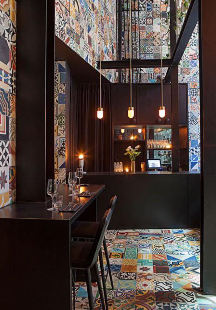 carreaux de ciment, joli bar avec déco carreaux de ciment colorés