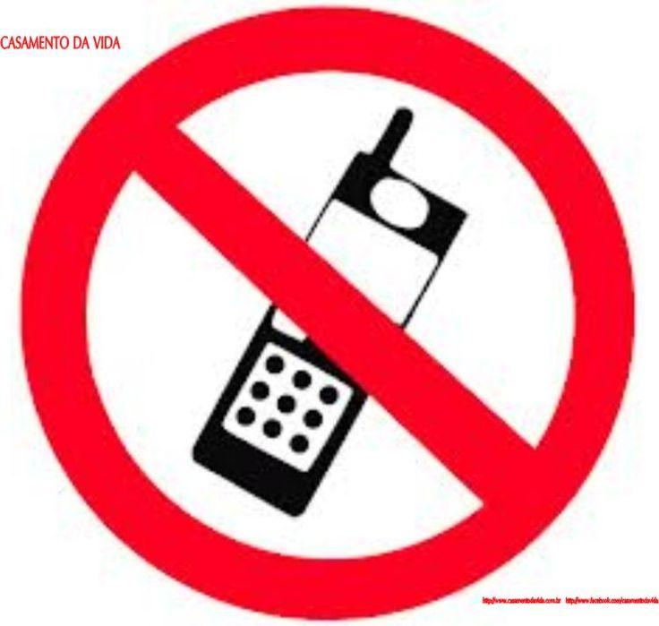 """É só pesquisar que você acha o aplicativo.  Você baixa o app no celular da pessoa que pretende espionar, cadastra o seu numero de telefone como receptor das informações e define códigos que permitirão ter acesso á localização física e as mensagens que o aparelho receber. Alguns aplicativos permitem a escolha de uma senha que fará com que o aparelho """"espionado"""" ligue para você saber o que está acontecendo."""