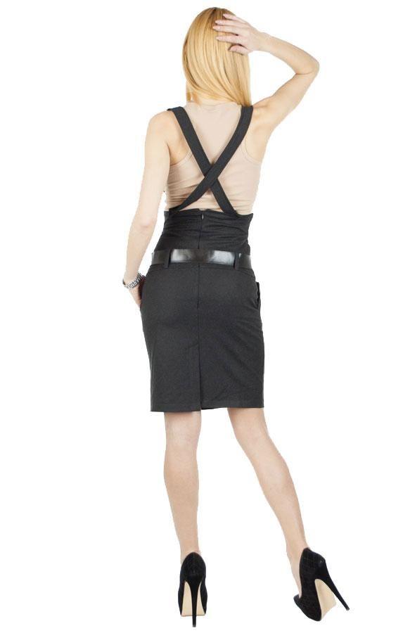 Fusta Dama Two Belt  Fusta dama  casual-elegant, dintr-un material placut la atingere.  Lungime medie, talie inalta. Bretele detasabile si curea inclusa.  Se inchide cu fermoar la spate, este prevazuta cu slit la spate.  Model deosebit ce poate fi purtat atat vara cat si iarna.     Lungime: 60cm  Compozitie: 40%Poliester, 55%Bumbac, 5%Lycra