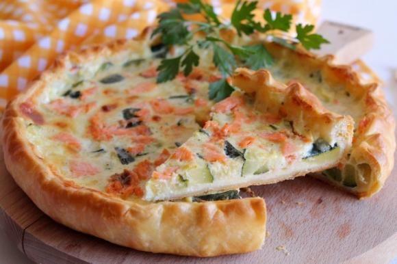 Ricetta Quiche Salmone E Zucchine.Torta Salata Con Salmone Affumicato E Zucchine Ricetta Ricette Salmone Affumicato Antipasto Salmone Affumicato