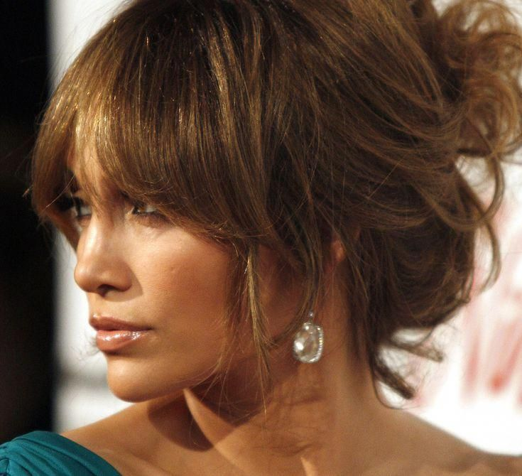 Update Your Look with 20 Fringe Hairstyles: Bangs With a Mussy Updo #messyUpdos
