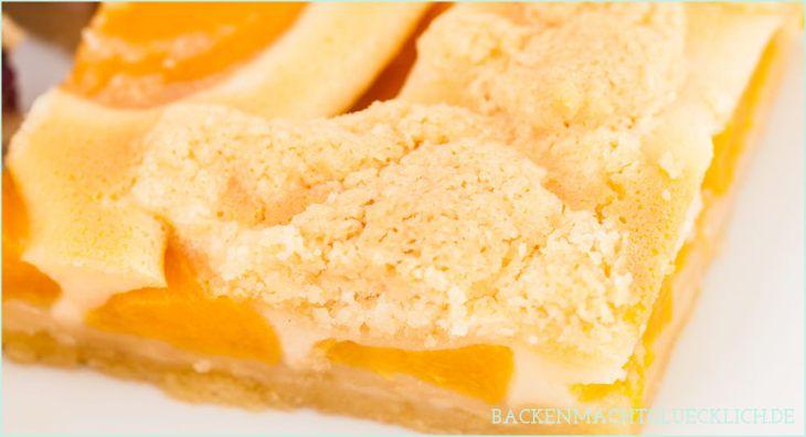 Blechkuchen mit Aprikosen und Streuseln