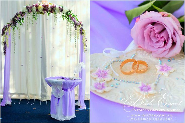 Свадебная арка с цветами и столик для регистрации @BrideEvent