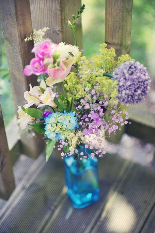 Use mini gin bottles for glasses - love the colour!