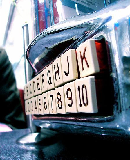 Mini Juke Box - definitely want one of these. <3