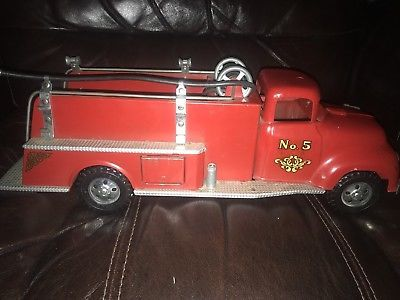 Vintage-Tonka-Fire-truck-no-5-Toy-1950-s-Pressed-Metal-Truck-All-Original