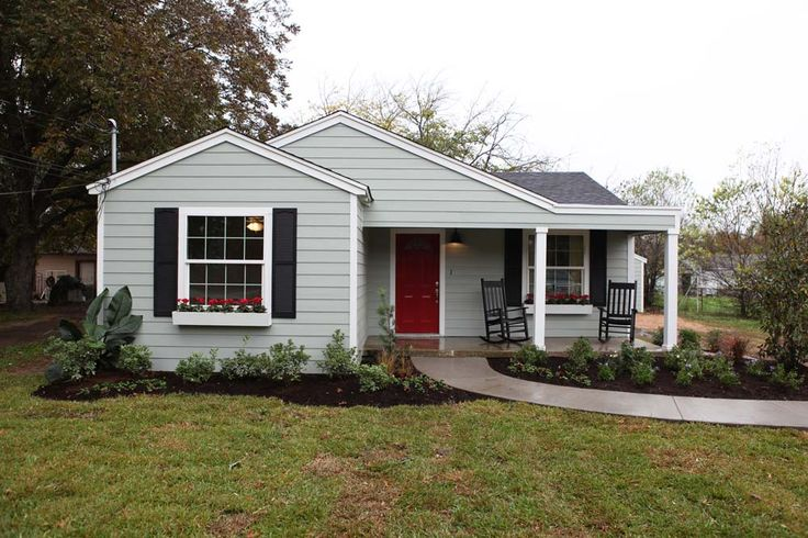Magnolia Homes Fixer upper: very tasteful and cottage-cute exeterior, look at before and after