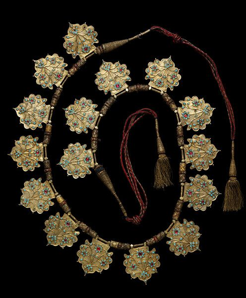 Silver-gilt, turquoise, rock crystal, silk, gold wire. Unknown artist, India, c. 1880.