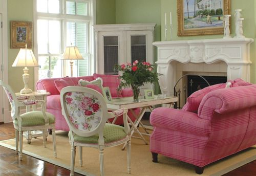 charmingpreppydarling:    This room is pink! And green!  This color combination is so daring and not done to death at all.