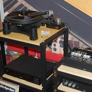Wand Wienyl 1; The Wand Tonearm Mounted on an Avid Turntable with Ortofon Cadenza cartridge, Croft Amplification at the Wien (Vienna) Show November 2016.