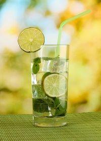 Water: bron van helende kracht en energie (2), honger is vaak dorst want deze twee liggen heel dicht bij elkaar. En naarmate je ouder wordt ervaar je minder dorst en zijn we geneigd meer te eten. Drink jezelf vitaal, lees meer http://energiekevrouwenacademie.nl/water-bron-van-helende-kracht-en-energie-2/