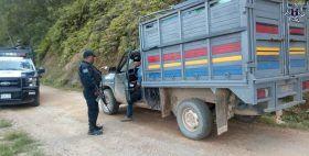 Policías Estatales detienen a conductor de una camioneta con reporte de robo en el Istmo