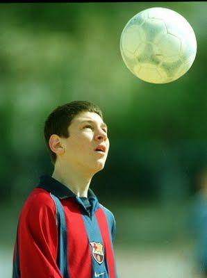 4.Lionel Messi a la edad 5 ya estaba jugando futbol con un equipo. y despues a la edad de 11 estaba jugando de la juventud club de FC Barcelona.