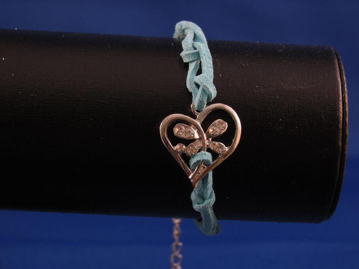 Armband lichtblauw met bedel hart Artikelnummer: 0675 Prijs: € 4,95