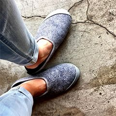 mahabis classic slippers in light grey with larvik grey sole // #mahabisselfie #outdoorslipper