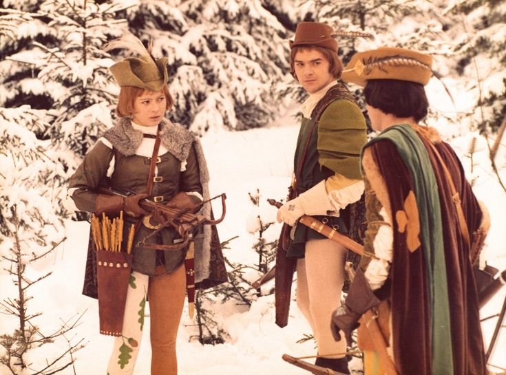 Medieval huntsman chic in the East German/Czechoslovakian fantasy Three Wishes for Cinderella (1973). You can't help but admire the accessorising, from the crossbow right down to the winter leggings with oak leaf print down one leg only.